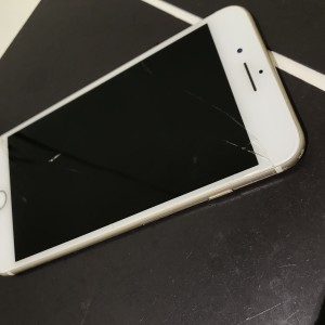 iPhone7plus 画面割れ