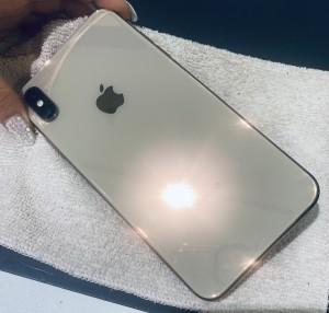 アイフォンXS 背面側ガラスコーティング