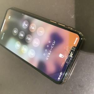 iPhoneXS 画面割れ