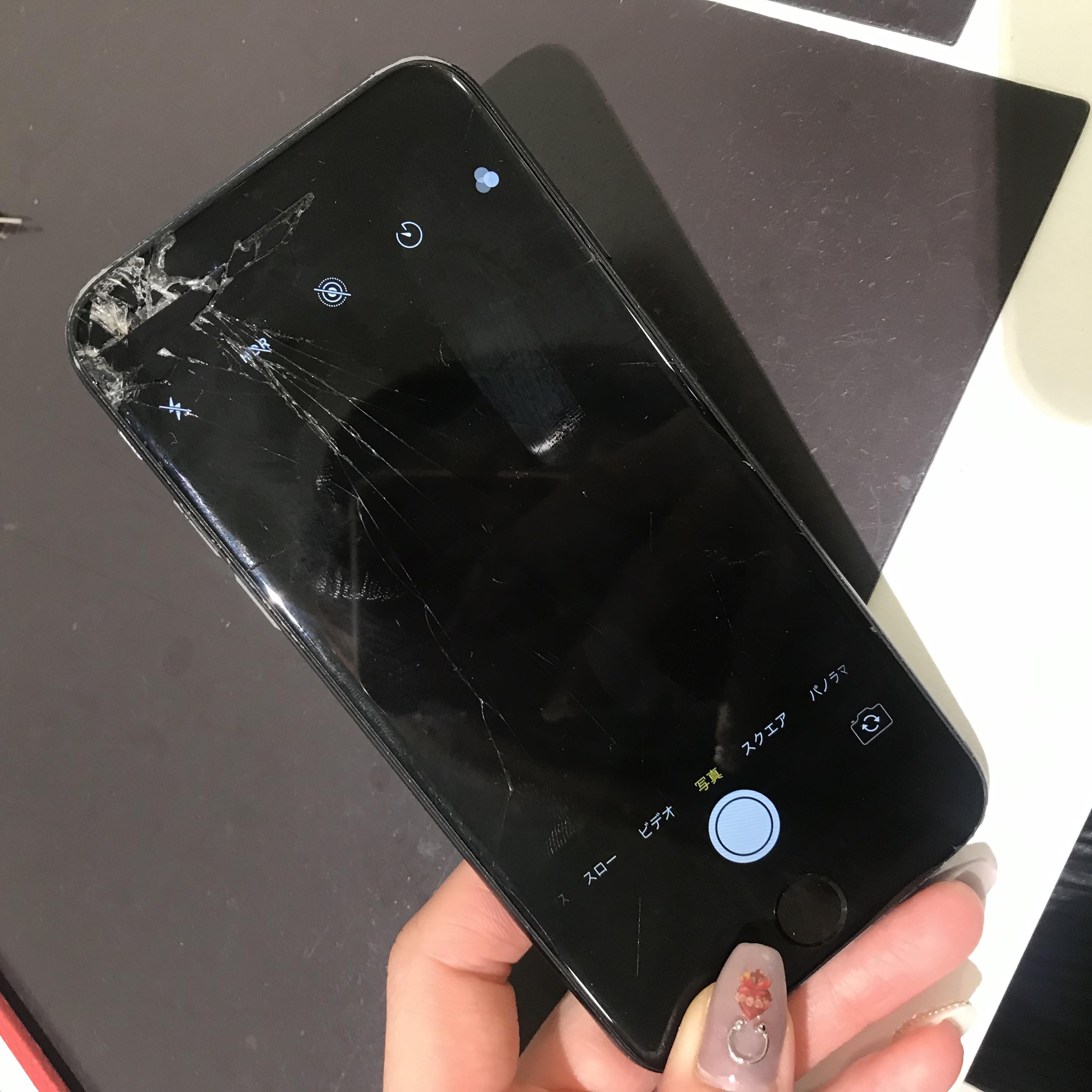 iPhone8 画面割れ バックカメラブラックアウト