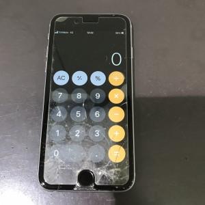iPhoneSE フロントパネル破損
