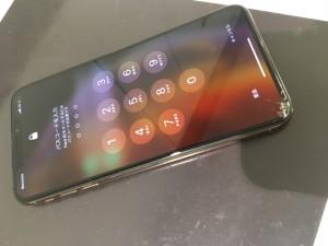 iphoneXSMax 画面割れ交換修理